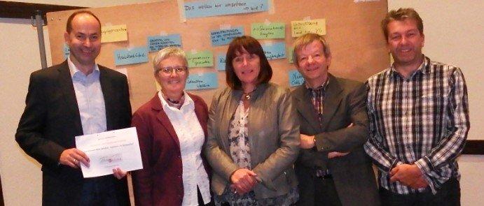 Ortsbürgermeister Michael Detzel bedankte sich bei den Referenten Jutta Wegmann, Arnika Eck und Harald Nier, rechts Beigeordneter Manfred Lieber.